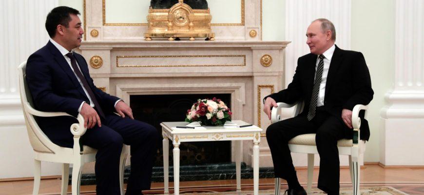 Владимир Путин принял Президента Киргизии в Кремле