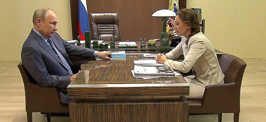 В России снизилось число сирот