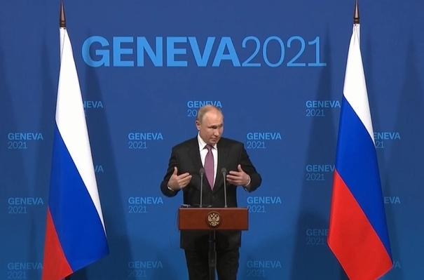 Путин дал пресс-конференцию по результатам переговоров